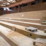 Podlaha v kině - obklad čel stupňů deskami MDF
